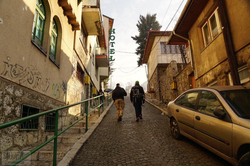 Praktycznie każdy spacer po Sarajewie jest mocno widokowy. Ale najpierw trzeba się nieco wspiąć.