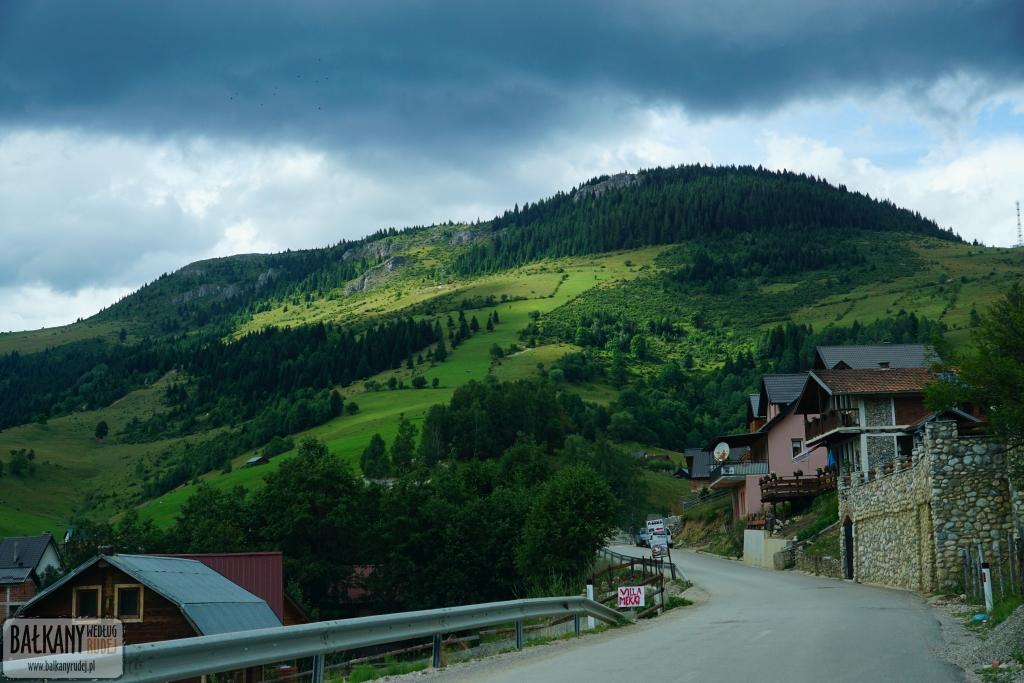 samochodem do Kosowa