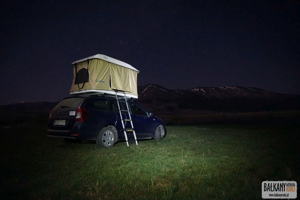Namiot dachowy na aucie osobowym? Nasz test namiotu