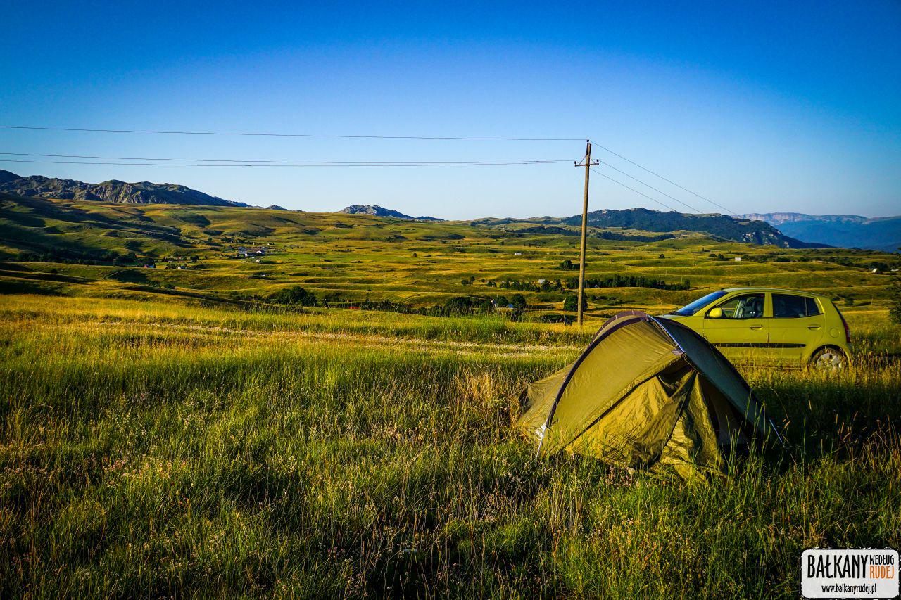 balkany z namiotem